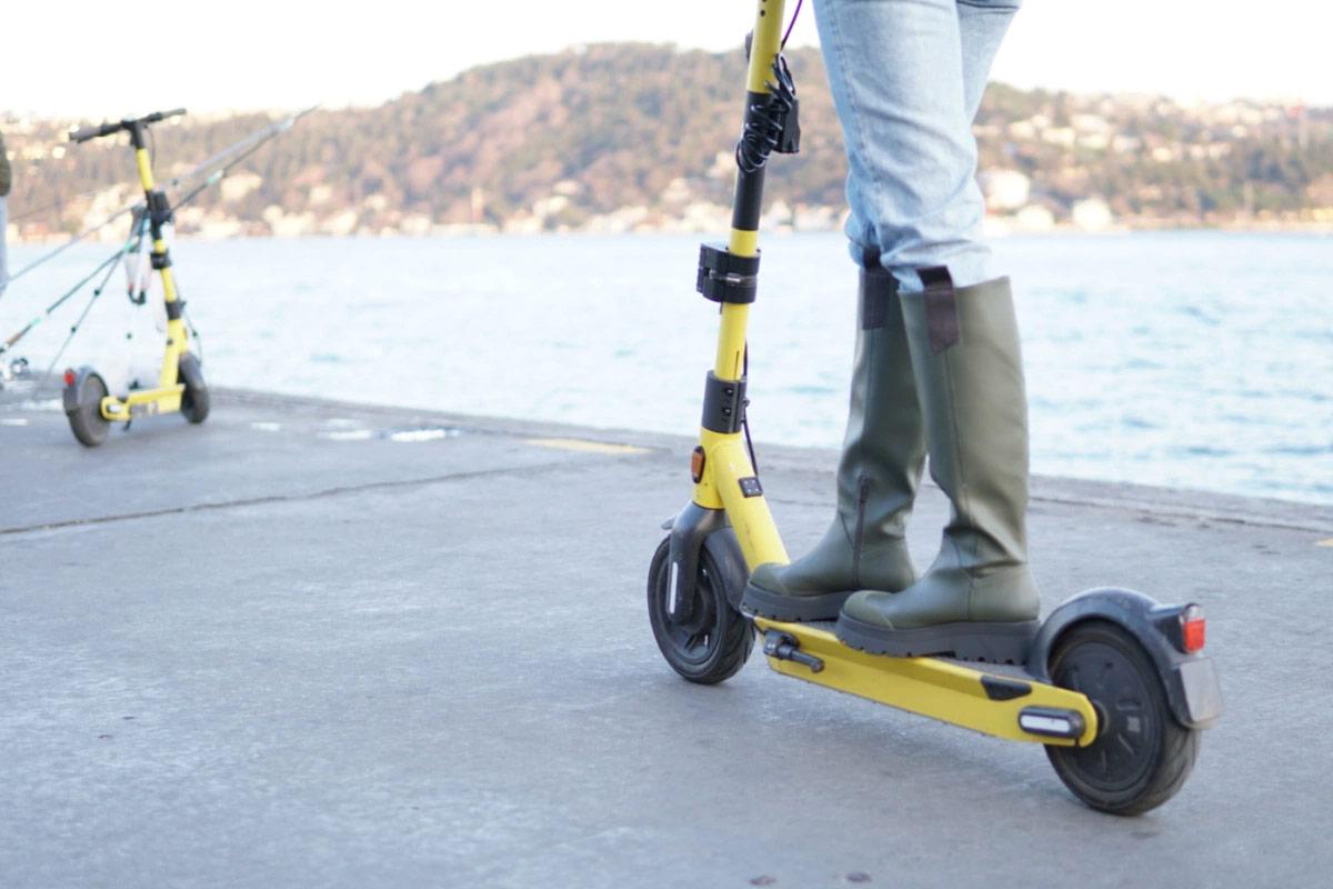 abu-dabi-merkezli-fenix-palm-scooteri-satin-aldi